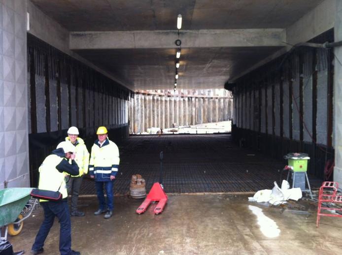 Wegwerkzaamheden aan een andere spoortunnel in Elst; de Slingertunnel.