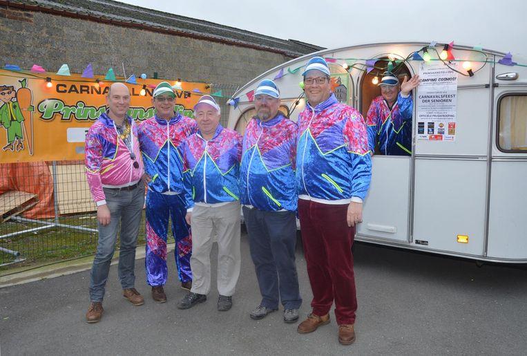 De leden van de Karnavalraad vzw kozen dit jaar 'Camping Cosmos' als thema voor de prinsaanstelling.