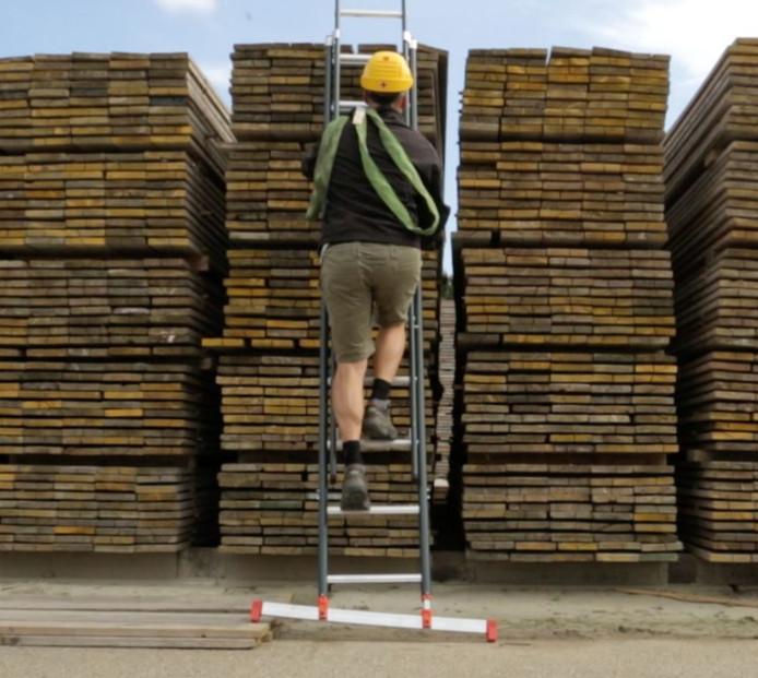 Injection Point spuitgiet de kunststof onderdelen van de Smart Level Ladder.