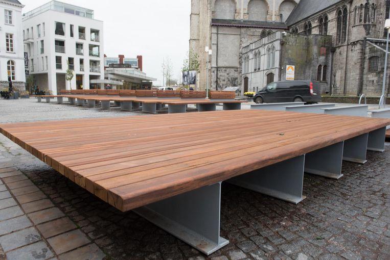 Sommige zitbanken zijn zo groot, dat ze ook als een klein podium gebruikt kunnen worden.
