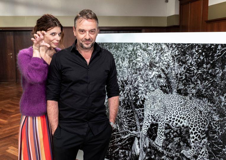 Doe het zeker niet na: Tom riep op het luipaard om hem zo in de lens te doen kijken.