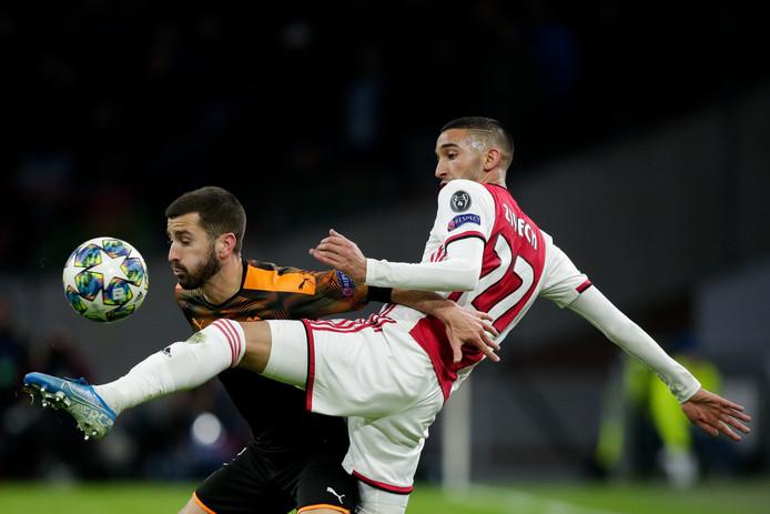 Jose Gaya (Valencia) en Hakim Ziyech (Ajax).