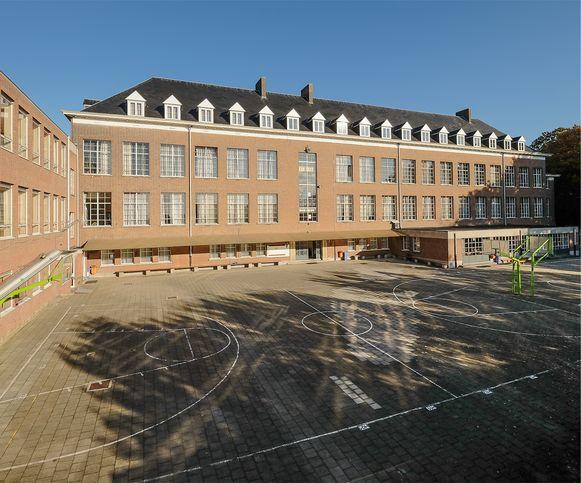 De oude schoolgebouwen worden gesloopt.