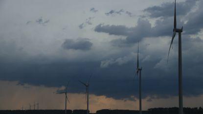 Bliksem slaat in op windmolen langs E34: knal is kilometersver te horen