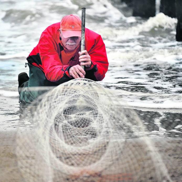 Wim Vreeke is strandvisser in hart en nieren. Hij vecht al jaren voor het behoud van de traditie van het fuikenvissen.