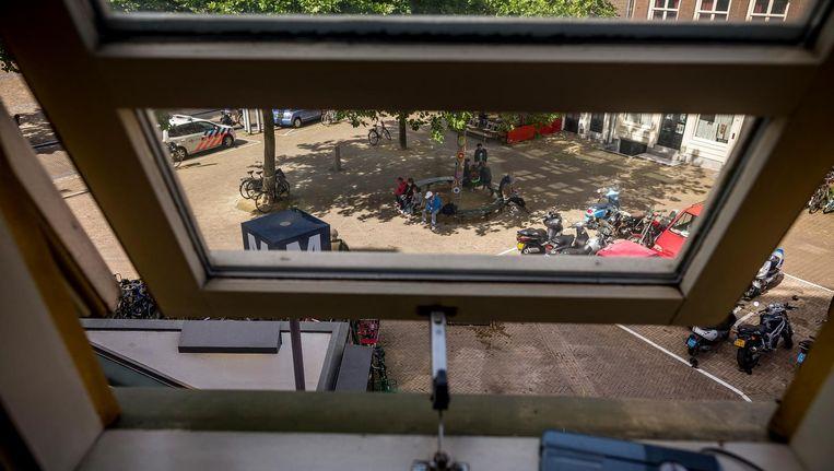 Het uitzicht van Cees Smook vanuit het raam van zijn seniorenwoning Beeld Rink Hof