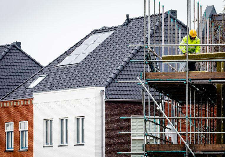 Bouwwerkzaamheden in de wijk Vathorst. De krapte op de Nederlandse woningmarkt is in het vierde kwartaal van vorig jaar verder toegenomen.  Beeld Hollandse Hoogte / ANP