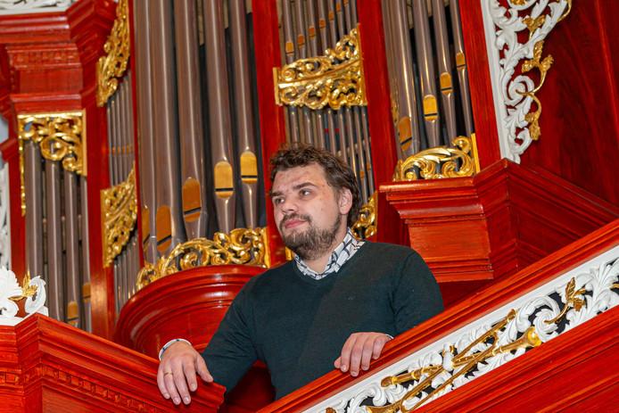 Evan Bogerd, hier bij het orgel in de Ichthuskerk in zijn woonplaats Hasselt, is benoemd tot organist in de Westerkerk in Amsterdam.