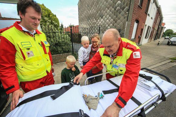De knuffel van Sem is terecht en werd met de ambulance thuis afgeleverd.