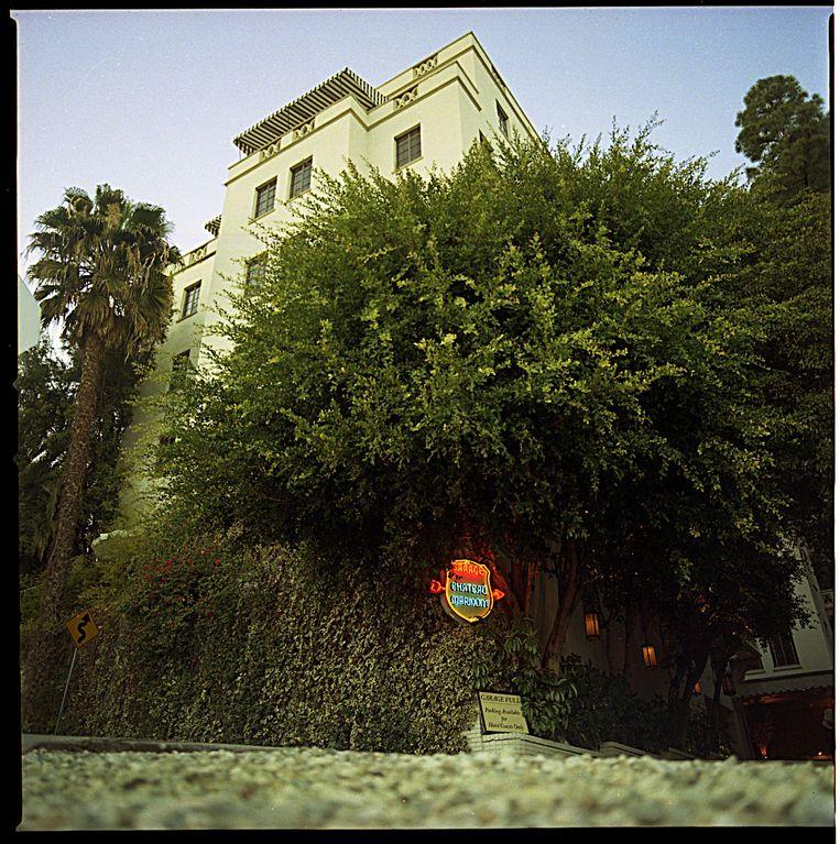 Het legendarische Hotel Chateau Marmont, waarover nu een boek is verschenen. Beeld Hollandse Hoogte / Polaris Images