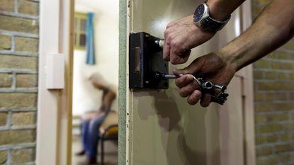 Geens voorstander om gevangenen met levenslang af en toe dagje buiten te laten