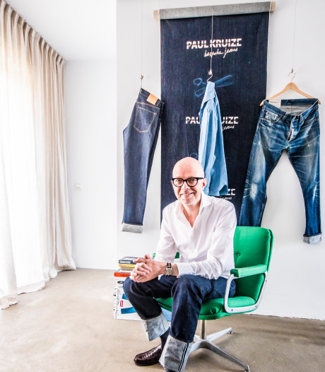 Deze man maakt spijkerbroeken op maat en dat mag wat kosten