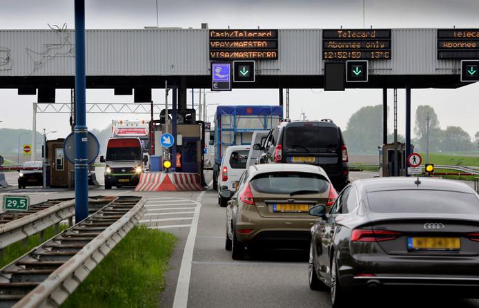 In totaal passeerden bijna 4,3 miljoen automobilisten de tolpoortjes bij 's-Gravendeel.