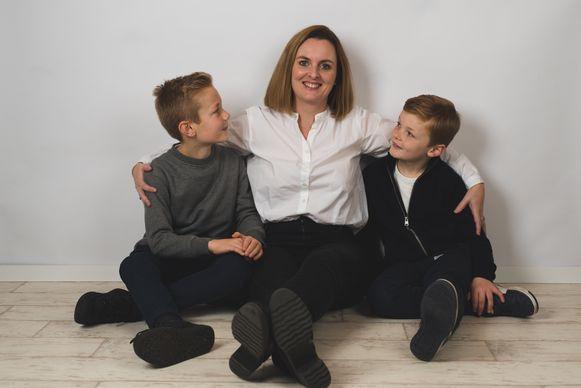 An Luyten met haar zonen Bas (9) en Lex (7).