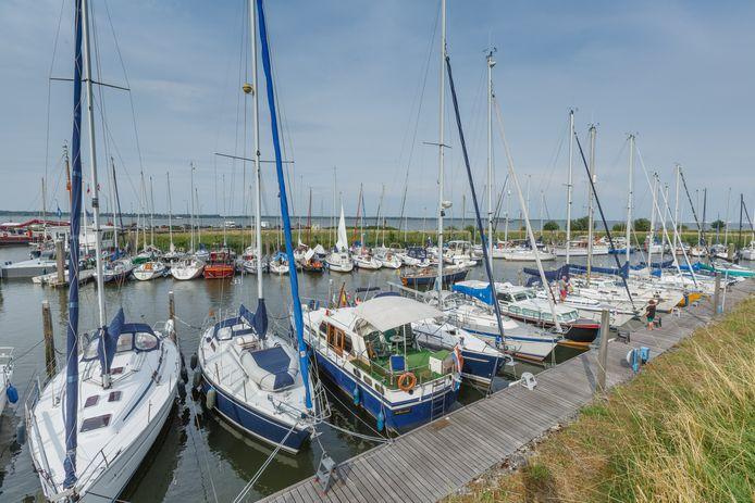 Drukte in de jachthaven van Willemstad.
