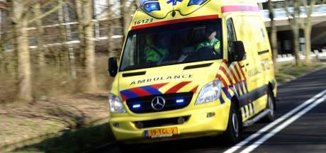 Auto botst op stilstaande aanhanger in Nederhorst Den Berg; meerdere gewonden
