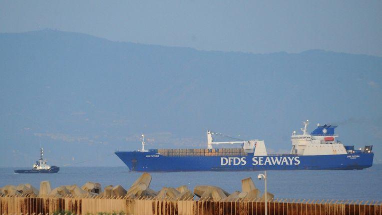 Het Deense vrachtschip Ark Futura in de haven van Gioia Tauro, Italië. Beeld afp