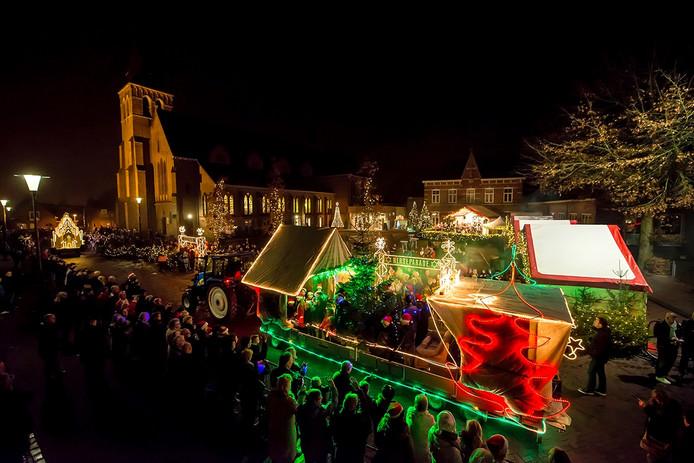 Kerstparade door Sprundel ter hoogte van het plein voor De Trapkes. - Foto: Tonny Presser/Pix4Profs -