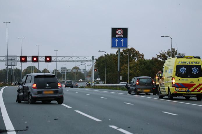 De A12 bij Veenendaal werd zaterdagochtend afgesloten in verband met een ongeval.