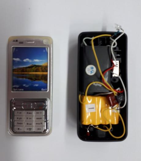 Vreemd uitziend mobieltje blijkt stroomstootwapen