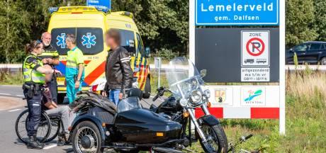 Fietser gewond na botsing met zijspanmotor in Lemelerveld
