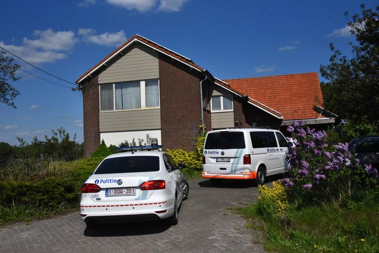 De politie viel woensdag binnen op Aarledijk 28 in Poppel.