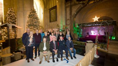 Vrienden van de basiliek bouwen kerststal en brengen Vredeslicht