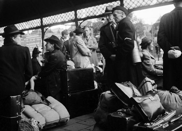 NSB-gezinnen in Den Haag vluchten op 5 september 1944, Dolle Dinsdag, met de trein naar Duitsland. Beeld .