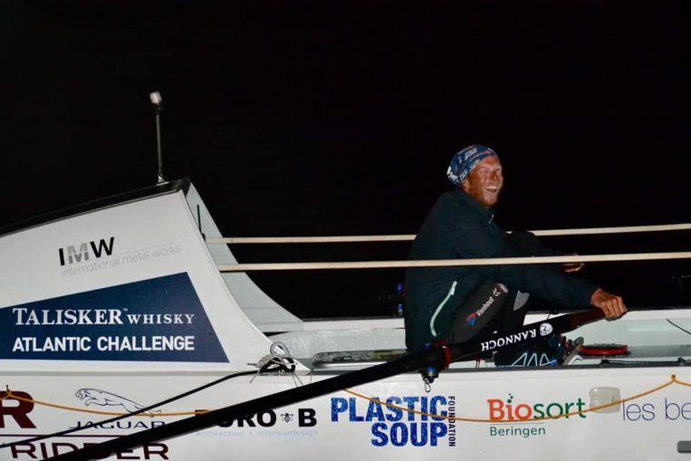 Carl Plasschaert in het midden van de Atlantische Oceaan.