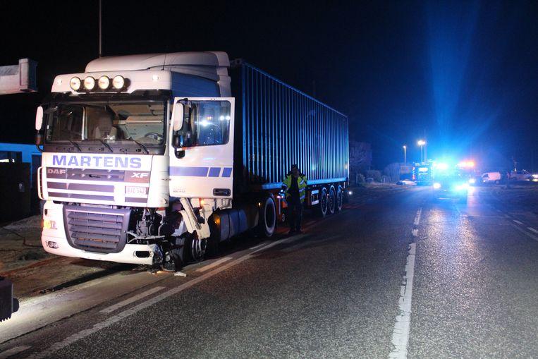Ook de vrachtwagen liep bij het ongeval ernstige schade op.