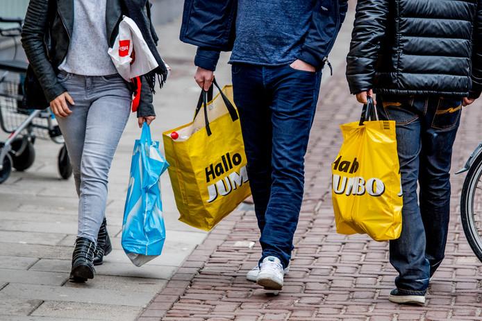 Vrijgeven van de winkeltijden, ook op de zondag, het is nog geen gelopen race in Ommen. ANP XTRA ROBIN UTRECHT