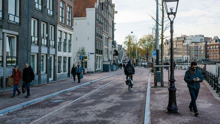 Fietsers en voetgangers trekken niet langer aan het kortste eind in de straat Amstel Beeld Marc Driessen