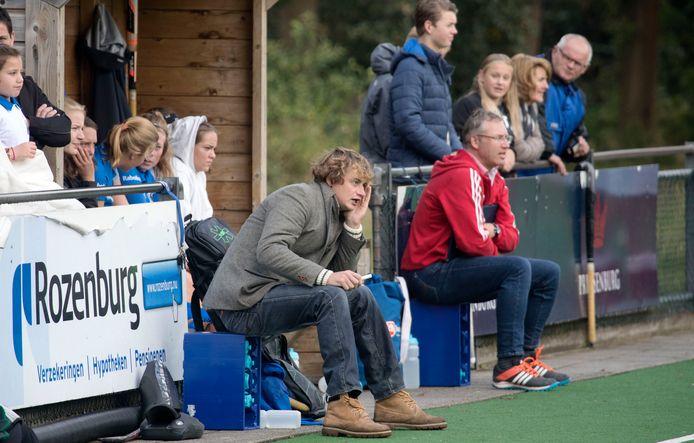 Lukas Westra op archiefbeeld. De trainer van de Edese hockeysters wonnen met 0-2 bij Bully.