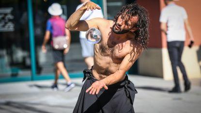 Straatkunstenfestival Del Mundo betovert de Pauwengraaf