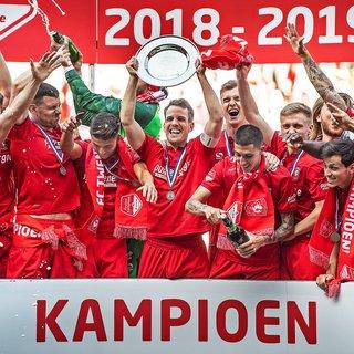 Gezien de massale steun moest  FC Twente wel direct promoveren