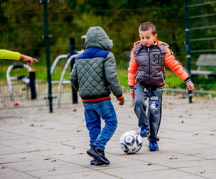 De gemeente Etten-Leur pleit bij de staatssecretaris van Justitie en Veiligheid voor een versnelde, doch zorgvuldige, procedure om te voorkomen dat hier gewortelde, in feite Nederlandse, kinderen moeten worden uitgezet.