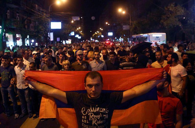Demonstranten eisen het aftreden van de Armeense regering. Beeld ap