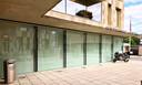 Op verschillende gebouwen en etalages in Willebroek vind je positieve spreuken terug