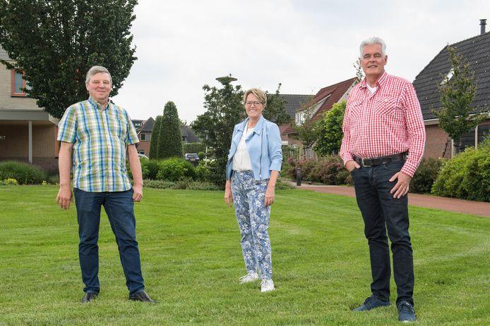 Heino Denneman, Anneke Doornbos en Jan Buijse maken zich sterk voor een 'woonhof' voor ouderen die kleiner willen wonen.
