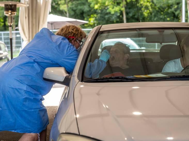 Tegenstanders coronabeleid vallen wachtenden lastig bij GGD-teststraat Eindhoven, politie op de hoogte
