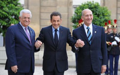 Il y a un mois, Mahmoud Abbas et Ehud Olmert se rencontraient à l'Elysée.