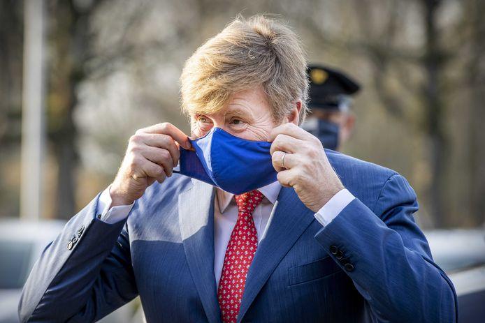 Koning Willem-Alexander sprak vanmiddag in Tilburg een uur lang met zorgorganisaties die samenwerken in het Regionaal Overleg Niet Acute Zorg (RONAZ) .