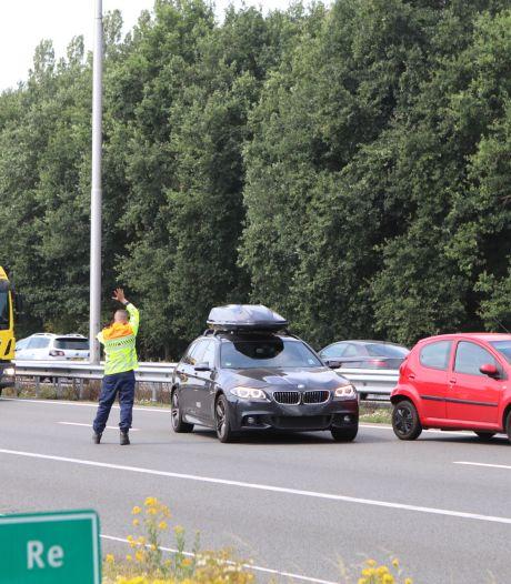 File op A1 bij Terschuur vanwege botsing tussen twee auto's