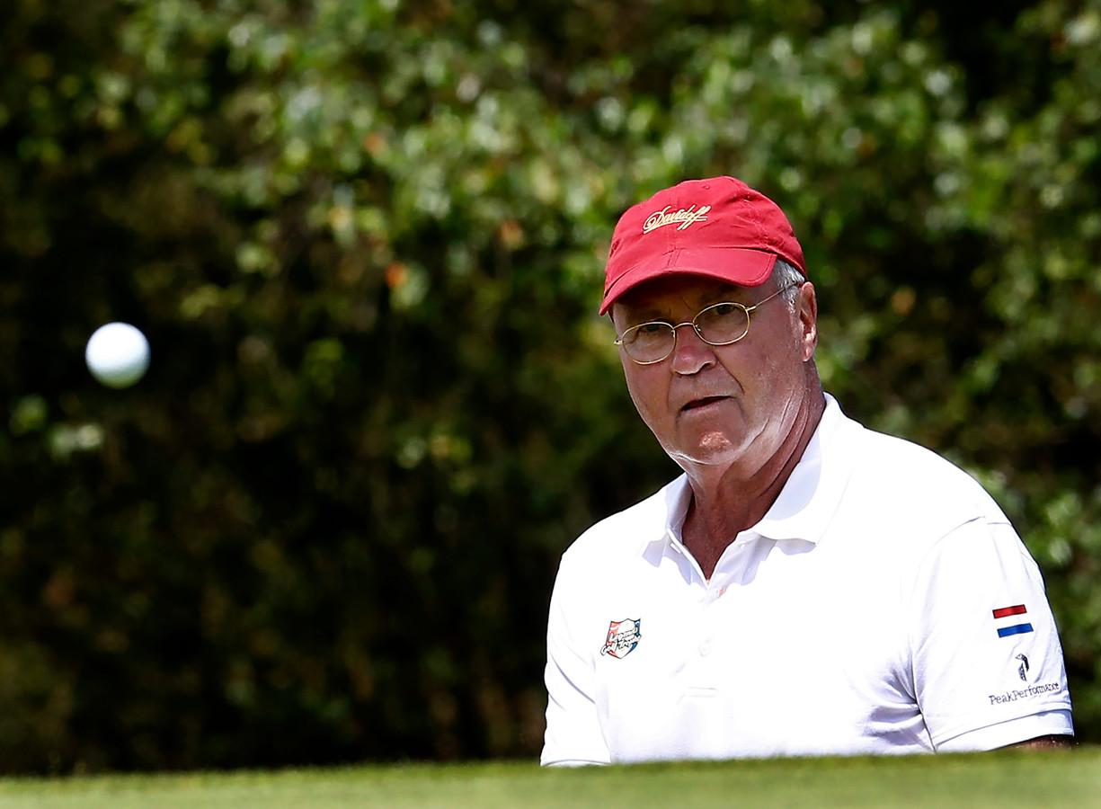 Hiddink laat zich regelmatig zien op de golfbaan.