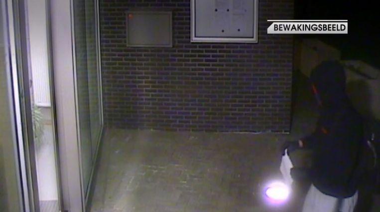De bommelder hing een brief op aan veiligheidscentrum de Marly.