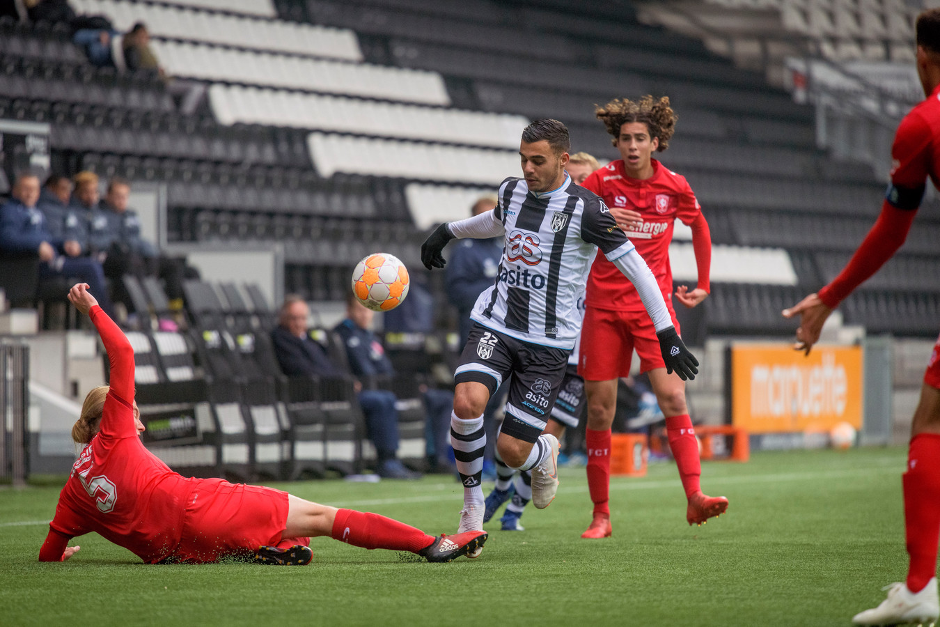 Voor de wedstrijd tussen Jong Heracles en Jong FC Twente geldt een buscombi.