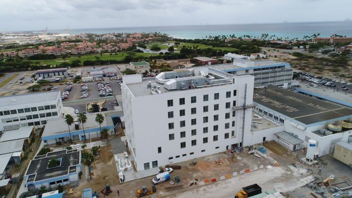 Janssen de Jong is ook actief in het Caribisch gebied,  onder meermet de bouw van een ziekenhuis op Aruba.