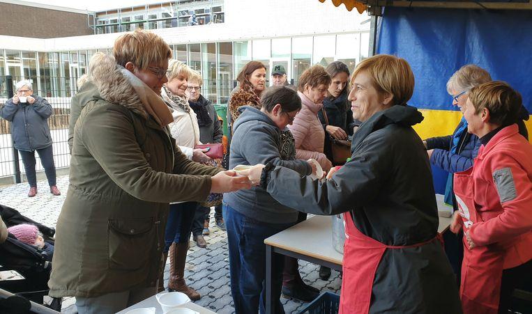 De soepverkoop van Gemeentelijke Basisschool Heieinde was een succes.