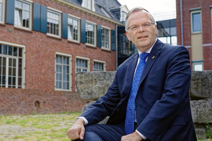 Waarnemend burgemeester Jan Luteijn van de gemeente Geertruidenberg wil nog voor zijn vertrek een gesprek over het functioneren van de raad.