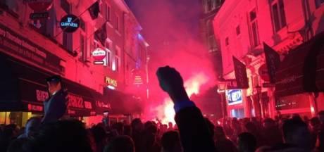 Ruim vijfhonderd supporters als één blok richting NAC